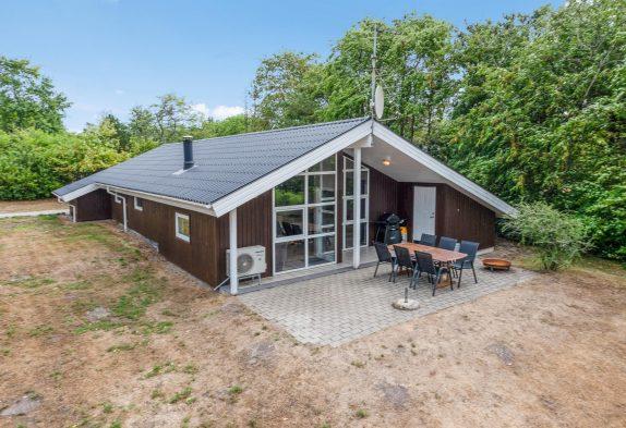 Schönes Sommerhaus mit Whirlpool und Sauna in sonniger Lage