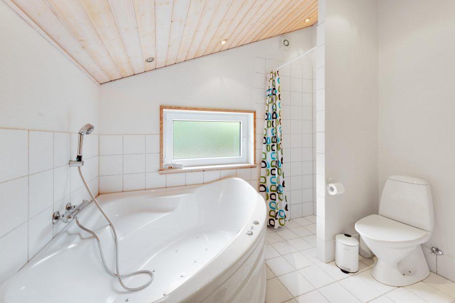 sch nes sommerhaus mit whirlpool und sauna in sonniger lage esmark. Black Bedroom Furniture Sets. Home Design Ideas