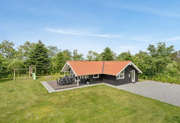 Renoveret sommerhus med sauna, spabad og skøn have