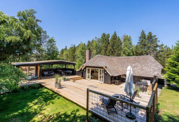 Tolles Reetdachhaus mit außen Sauna und Volleyballfeld