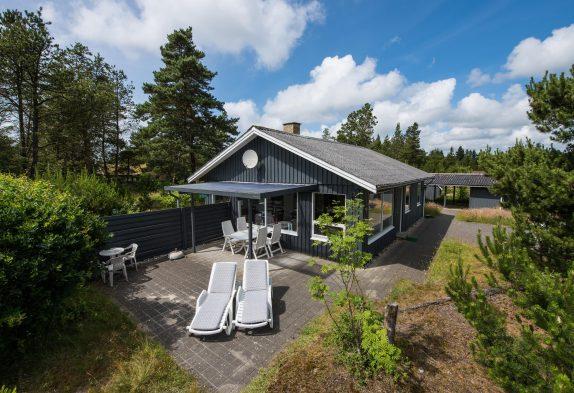 Typisch dänisches Holzhaus mit Kamin für 6 Personen