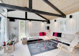 Schönes Holzhaus mit gemütlichem Wintergarten (Bild 3)