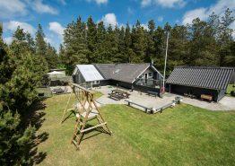 Familievenligt sommerhus i dejlige omgivelser (billede 1)