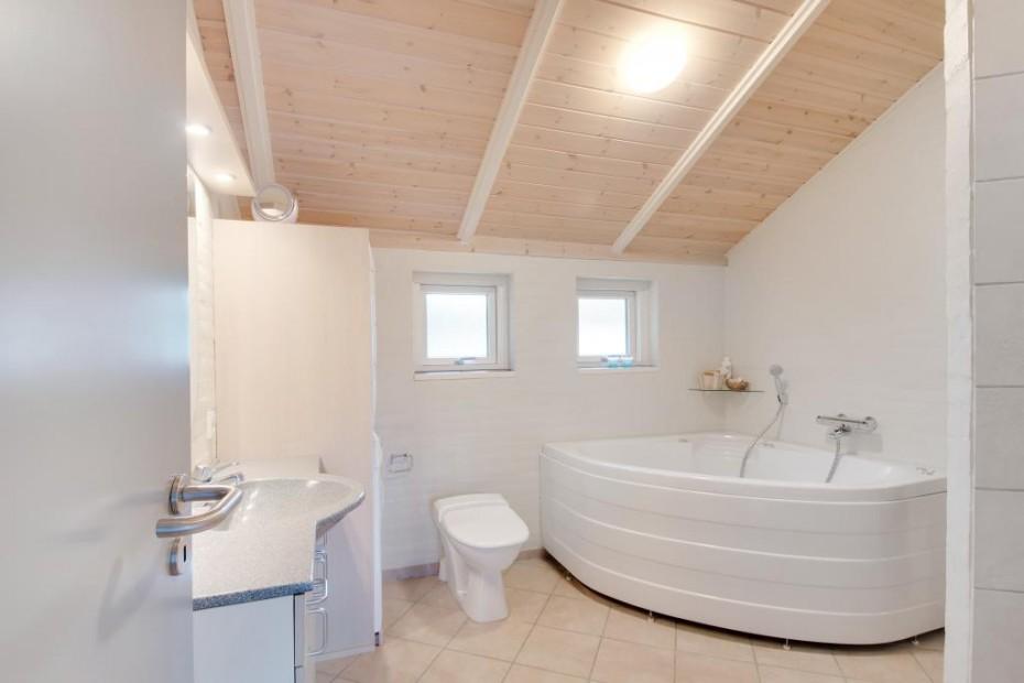 flottes modernes haus mit whirlpool sauna und platz f r die gesamte familie esmark. Black Bedroom Furniture Sets. Home Design Ideas
