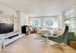 Ægte charme og idyl i dette træsommerhus i Houstrup (billede 3)