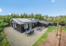 Gemütliches Holzhaus mit überdachter Terrasse (Bild 1)