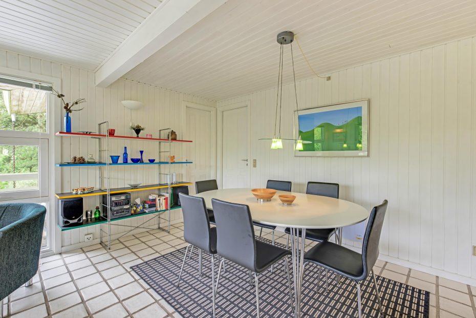 typisch d nisches t haus mit kaminofen und internet esmark. Black Bedroom Furniture Sets. Home Design Ideas