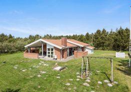 Ferienhaus mit Kombination aus Holz und Stein (Bild 1)