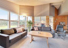 Ferienhaus mit Kombination aus Holz und Stein (Bild 3)