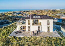 Stilrent 5+ stjerne hus med panoramaudsigt ud til havet (billede 1)