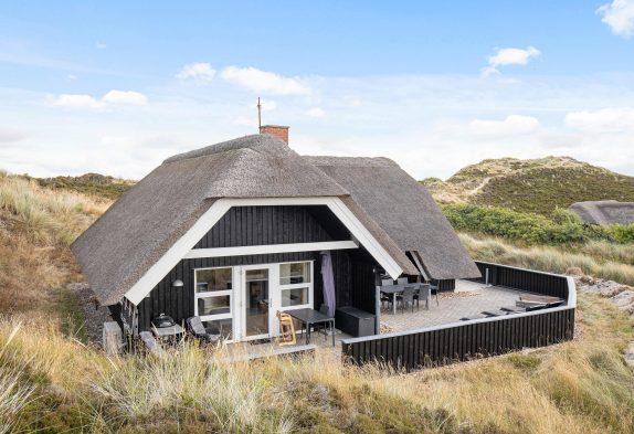Gemütlich renoviertes Reetdachhaus mit Sauna in Henne Strand