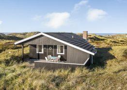 Hoch oben auf einer Düne in Henne Strand, Meerblick. Kat. nr.:  40873, Hedelærkevej 20;