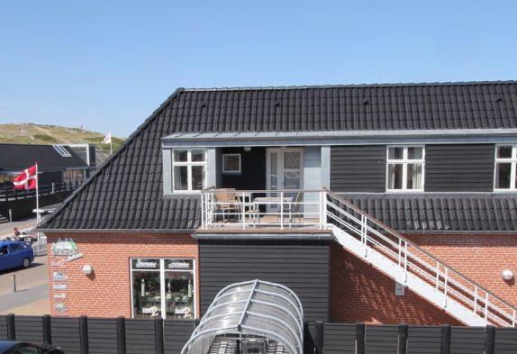 Ferielejlighed med sauna og spabad i hjertet af Henne Strand