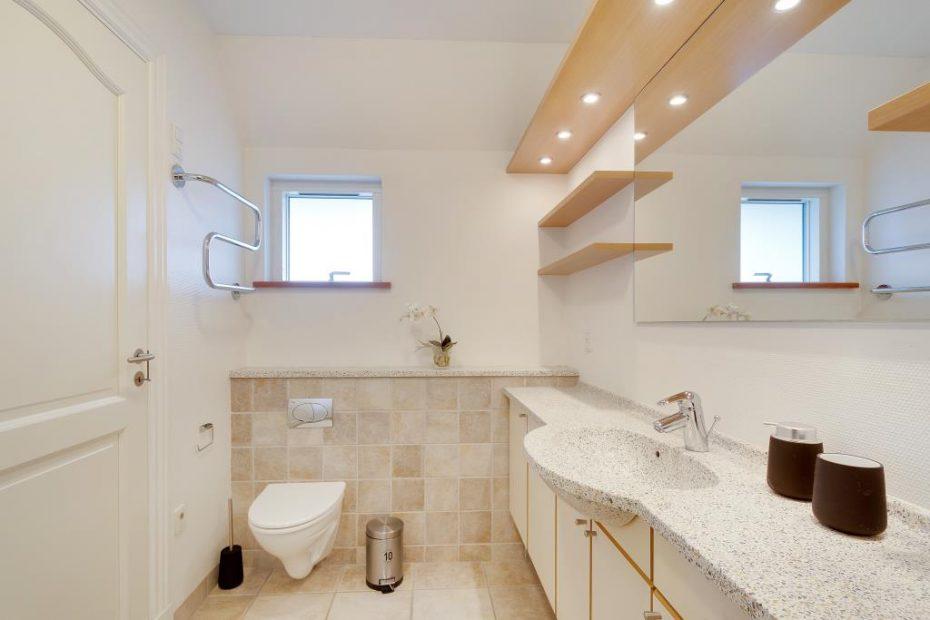 h bsche wohnung mit whirlpool und sauna mitten in henne strand esmark. Black Bedroom Furniture Sets. Home Design Ideas