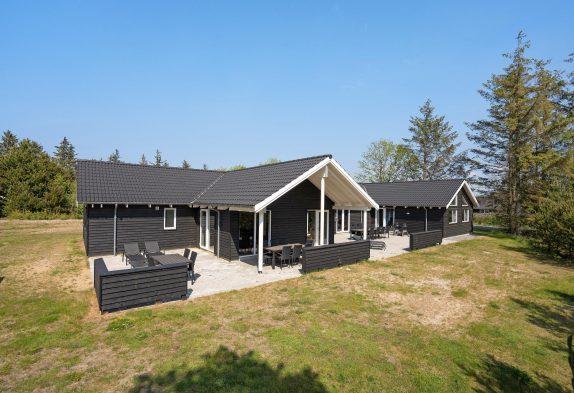 Super skønt luksuspoolhus med wellness, aktivitetsrum og lækkert udeområde