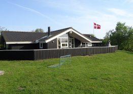Lækkert og lyst feriehus med sauna, spabad og flot beliggenhed. Kat. nr.:  41813, Hennebysvej 42 A, Henneby;