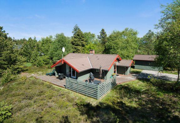 Einladendes Ferienhaus mit Sauna auf idyllischem Waldgrundstück