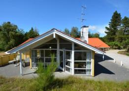 Gemütliches Ferienhaus für 6 Personen auf einem grossen Naturgrundstück (Bild 1)