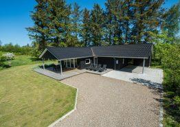 Ein Sommerhaus 1. Klasse, mit Billard, Carport und überdachter Terrasse. Kat. nr.:  41916, Gl. Strandvej 33, Henneby;