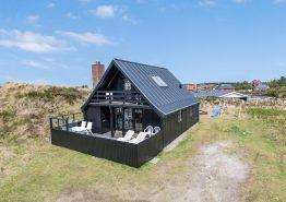 Schönes Sommerhaus – eine wahre Perle – auf Dünengrund nur 400 m vom Meer entfernt liegend. Kat. nr.:  50009, Ternevej 12;