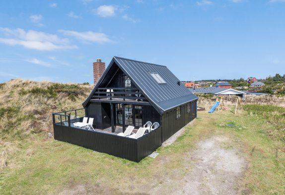 Schönes Sommerhaus – eine wahre Perle – auf Dünengrund nur 400 m vom Meer entfernt liegend
