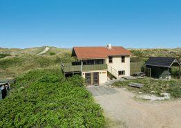 Strandnahes Ferienhaus mit schöner Aussicht und Sauna (Bild 1)