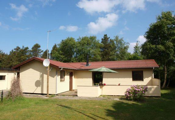 Autentisk sommerhusstemning i et hyggeligt feriehus i Vejers