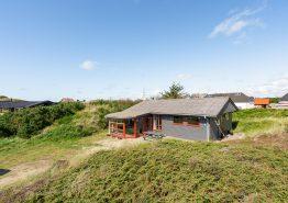 Charmantes Holzhaus nur 400 m vom Meer entfernt (Bild 1)