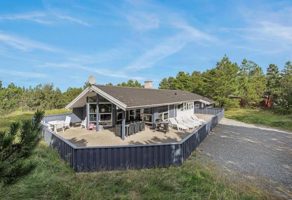 Gemütliches Ferienhaus mit Whirlpool und geschlossener Terrasse