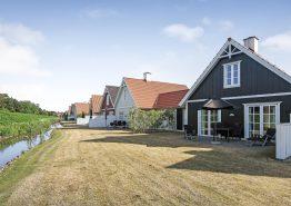 Lækkert feriehus i Blåvand med central og strandnær beliggenhed. Kat. nr.:  60010, Horns Bjerge 3 - 84
