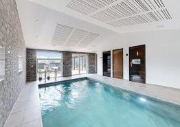 Exklusives, strandnahes Poolhaus mit Aussenwhirlpool, Sauna und Aktivitätsraum (Bild 3)
