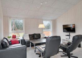Velholdt luksushus med fantastisk beliggenhed og stort aktivitetsrum (billede 3)