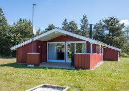 Skønt sommerhus med spa, sauna og kun 400 m til stranden. Kat. nr.:  60023, Kallesensvej 23;