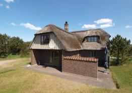 Modernes Ferienhaus mit Reetdach, 2 Bädern und Blick zum Leuchtturm