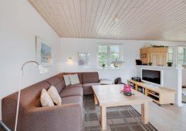 Schönes Ferienhaus mit Kaminofen auf einem herrlichen Naturgrundstück (Bild 3)