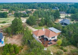 Schönes Ferienhaus mit Kaminofen auf einem herrlichen Naturgrundstück (Bild 1)