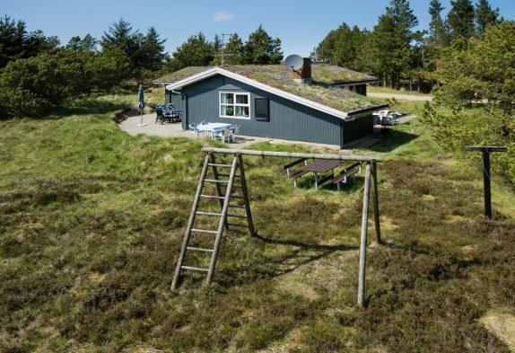Hyggeligt feriehus på smuk naturgrund i Blåvand