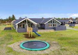 Lækkert luksushus med udespa, swimmingpool og aktivitetsrum