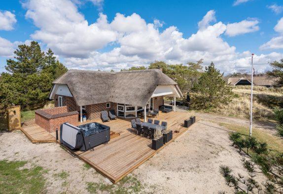 Renoviertes Ferienhaus in Blåvand mit Sauna und Außenwhirlpool