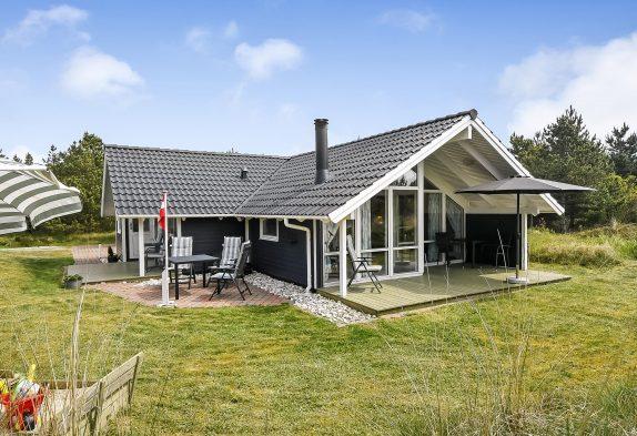 Hyggeligt feriehus i det idylliske Blåvand med sauna og spabad