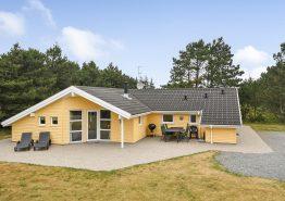 Feriehus med sauna, spa og attraktiv beliggenhed tæt på hav og by