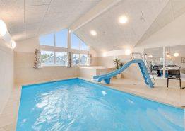 Luxusferienhaus mit Pool und Aktivitätsraum (Bild 3)