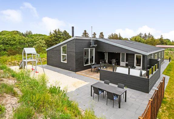Luksussommerhus i Blåvand med sauna og udendørs spabad