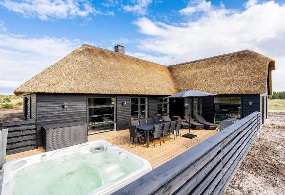 Luksuriøst sommerhus med pool og wellness tæt på stranden