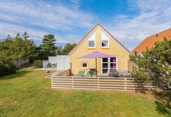 Hyggeligt feriehus med spabad og sauna i centrum af Blåvand