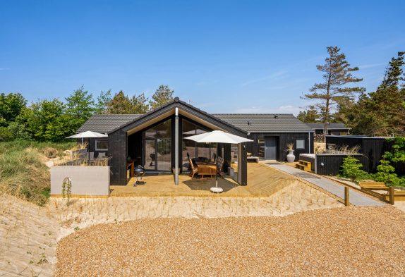 Luksuriøst feriehus med aktivitetsrum, sauna og udendørs spabad