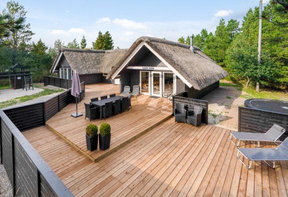 RenoviertesPoolhausmit Sauna und Außenwhirlpool inBlåvand