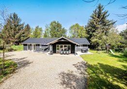 Stort luksussommerhus i Ho med sauna, spabad og aktivitetsrum (billede 1)