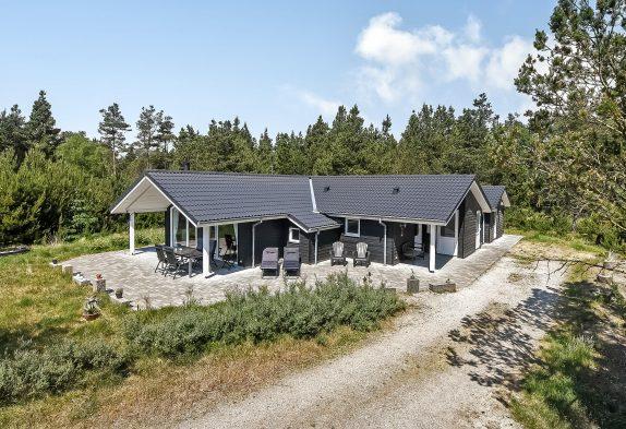 Lyst og indbydende feriehus med sauna og ugeneret beliggenhed