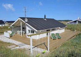 Feriehus med fin beliggenhed tæt på strand. Kat. nr.:  A1285, Arvidvej 98;